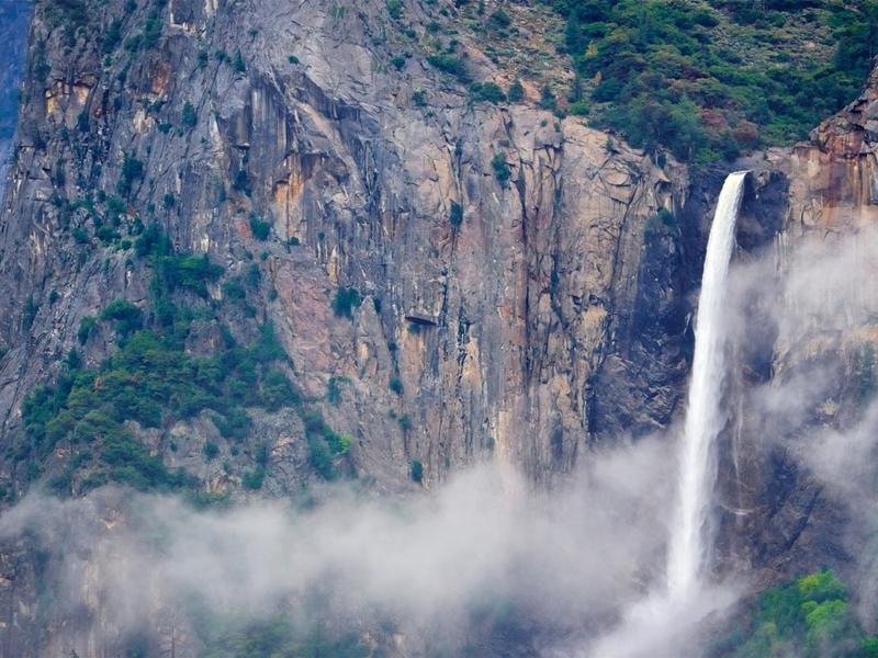 Bridalveil-Falls-Ca-001