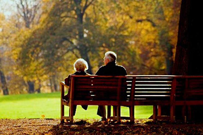 old-couple-on-park-bench
